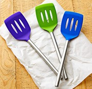 Посуда столовая,  кухонная